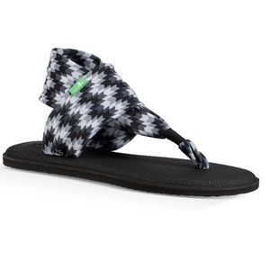 SANUK yoga sling chevron black grey print arrow